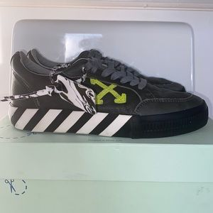 OFF WHITE GREY LOW VULCANIZED SNEAKER WORN ONCE